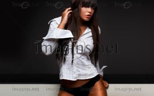 девушка снимает форму на фото